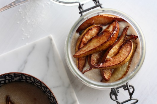 Vegan semoline porridge with pears